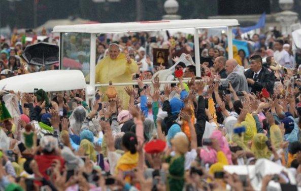 Pope Francis Maniloa 2