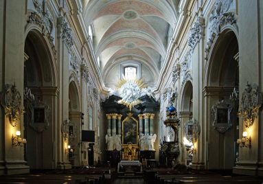 1024px-Church_of_St_Michael_the_Archangel_and_St_Stanislaus_Bishop_and_Martyr_(interior),_15_Skałeczna_street,_Kazimierz,_Krakow,_Poland